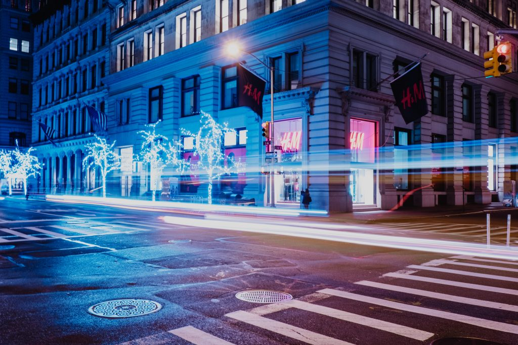 NYC: Another Fifth Avenue storefront throws in the towel