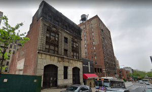 The neglected subway power station and small neighboring buildings that currently occupy the site