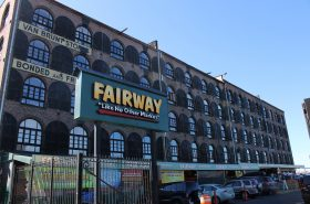 Fairway's Red Hook location, photo by Jules Antonio, licensed under (CC BY-SA 2.0) - https://flic.kr/p/bkPRBS