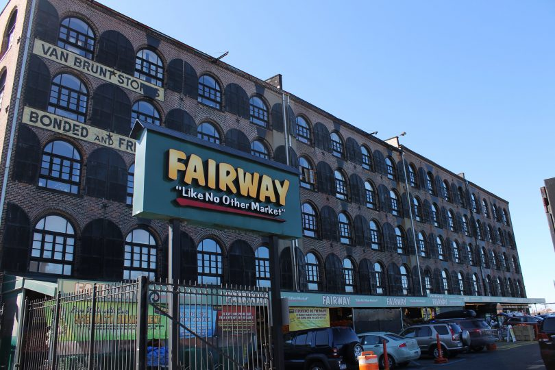 Fairway's Red Hook location, photo by Jules Antonio, licensed under (CC BY-SA 2.0) - https://flic.kr/p/bkPRBS
